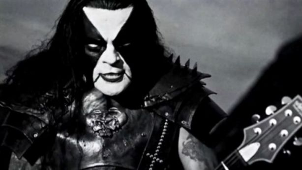 57108864-abbath-drunk-on-stage-antics-during-new-york-city-show-captured-on-video-image